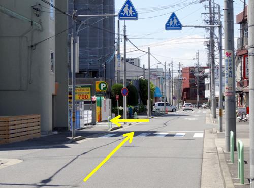 2本目の道路を左折します。