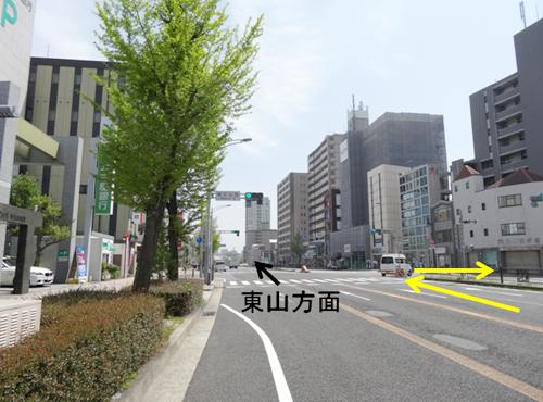 栄方面からお越しの方は、覚王山西の交差点を右折し、そのまま道なりに直進します。