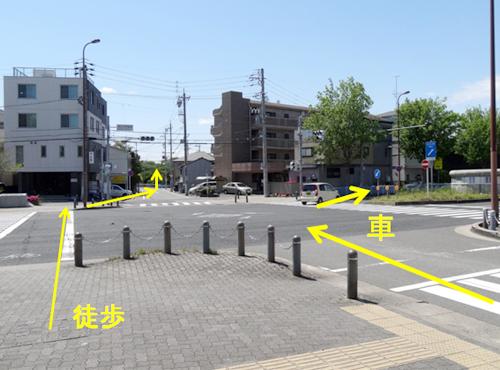椙山女学園南の交差点に到着します。お車の場合は右折し、日進通4丁目の交差点に向かってください。 徒歩の方は、そのまま直進し、山崎川にむかってください。