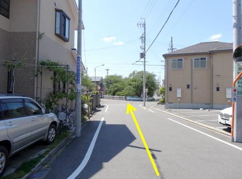直進すると、山崎川があります。
